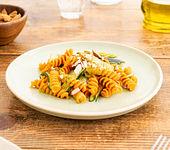 Fusilli Rote Linsen mit Pesto und Zucchini