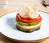 Millefeuille aus Gemüse mit scharfem Pesto