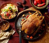 Maisente mit Datteln, Mandeln und Couscous