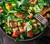 Salat mit Schnitzelstreifen