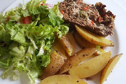 Rezeptbild zum Rezept Mediterraner Hackbraten mit Oregano-Kartoffeln