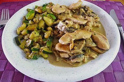 Rezeptbild zum Rezept Hähnchengeschnetzeltes mit Zucchini nach Zürcher Art