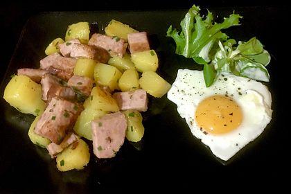 Rezeptbild zum Rezept Leberkäse-Kartoffel-Pfanne mit Spiegelei