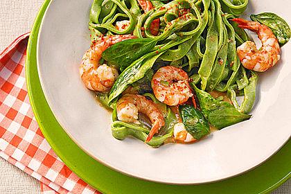 Rezeptbild zum Rezept Grasgrüne Pasta mit Spinat und Scampi