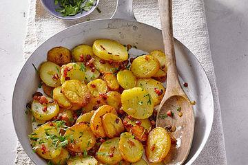 Bratkartoffeln mit Zwiebeln und Speck