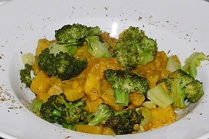 Rezeptbild zum Rezept Kartoffel-Brokkoli-Curry mit Kokosmilch